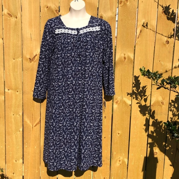 NWT Womens Croft /& Barrow S//S Knit Cotton Blend Nightgown White Blue Floral